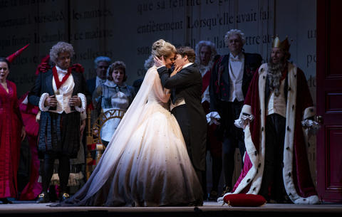"""Siobhan Stagg as Lucette (Cendrillon) and Alice Coote as Prince Charming perform in a dress rehearsal Wednesday, Nov. 28, 2018 of Massenet's """"Cendrillon"""" at the Lyric Opera. (Brian Cassella/Chicago Tribune)"""