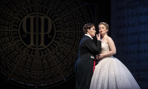 """Alice Coote as Prince Charming and Siobhan Stagg as Lucette (Cendrillon) perform in a dress rehearsal Wednesday, Nov. 28, 2018 of Massenet's """"Cendrillon"""" at the Lyric Opera. (Brian Cassella/Chicago Tribune)"""