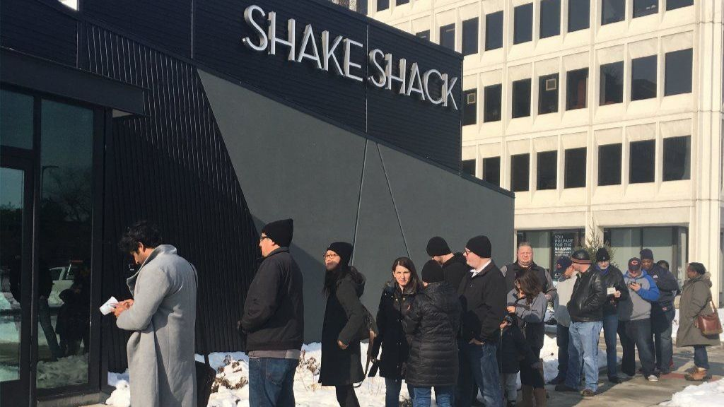 Shake Shack sees lines at opening of 6th Illinois location in Oak Brook