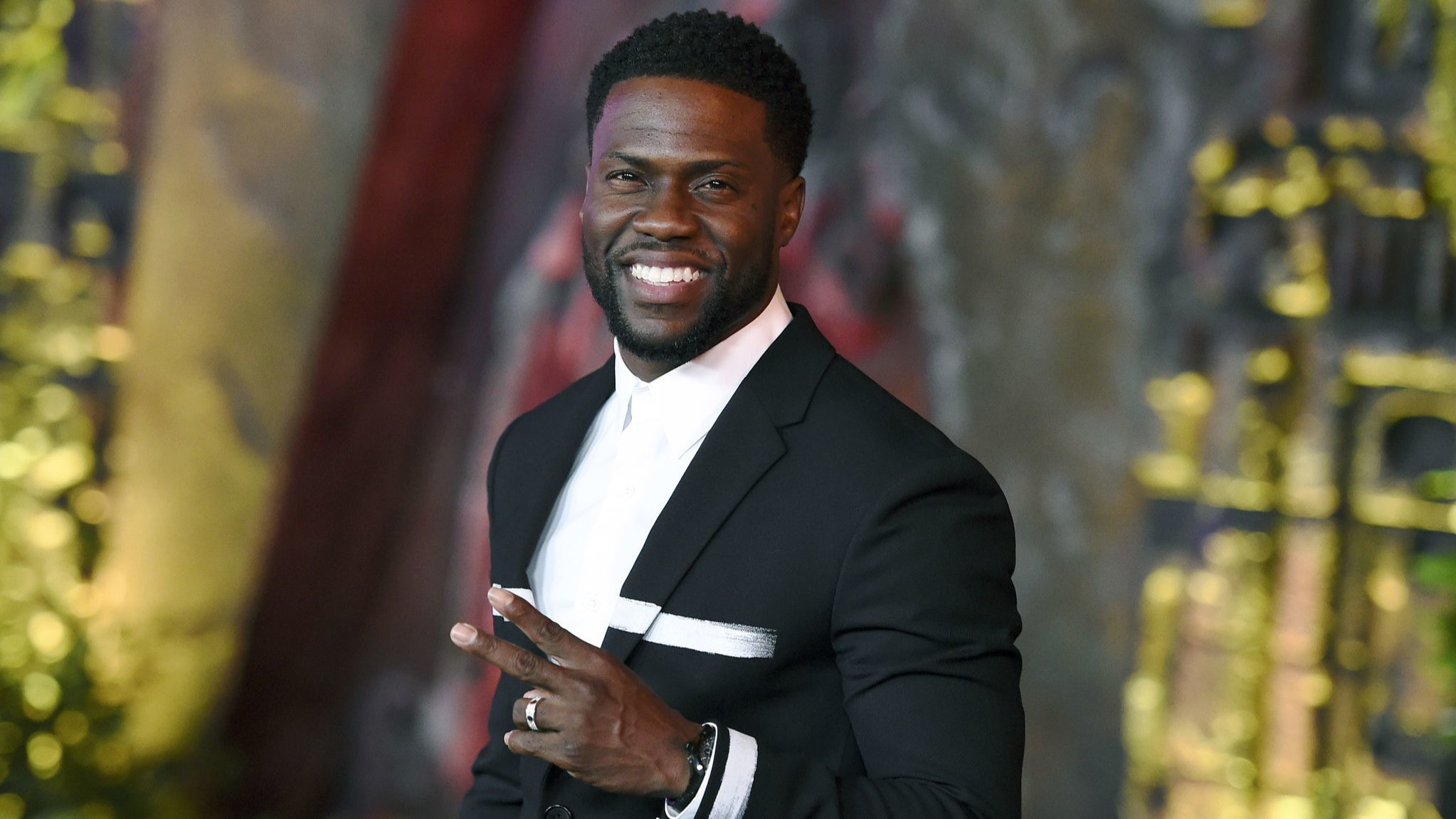 Kevin Hart steps down as 2019 Oscars host after backlash over past homophobic comments