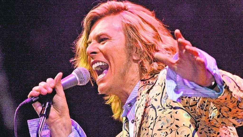 Bowie on cruise control for 'Glastonbury 2000'