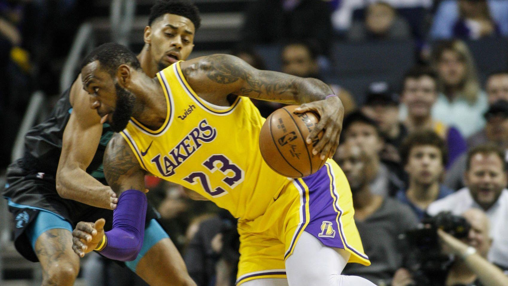 Lakers make history in 128-100 victory at Charlotte