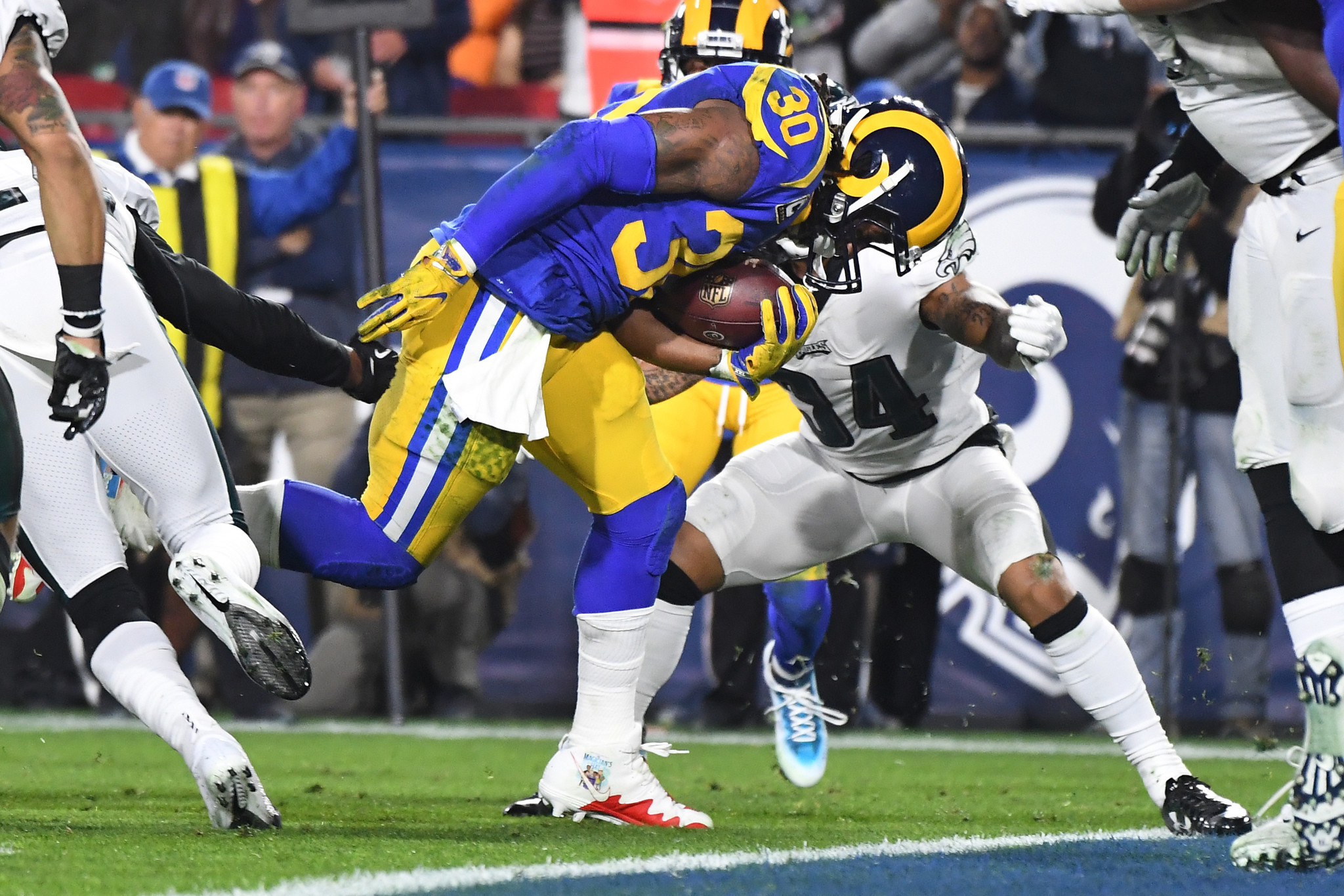 Todd Gurley hurts knee, but Rams play on until star running back returns
