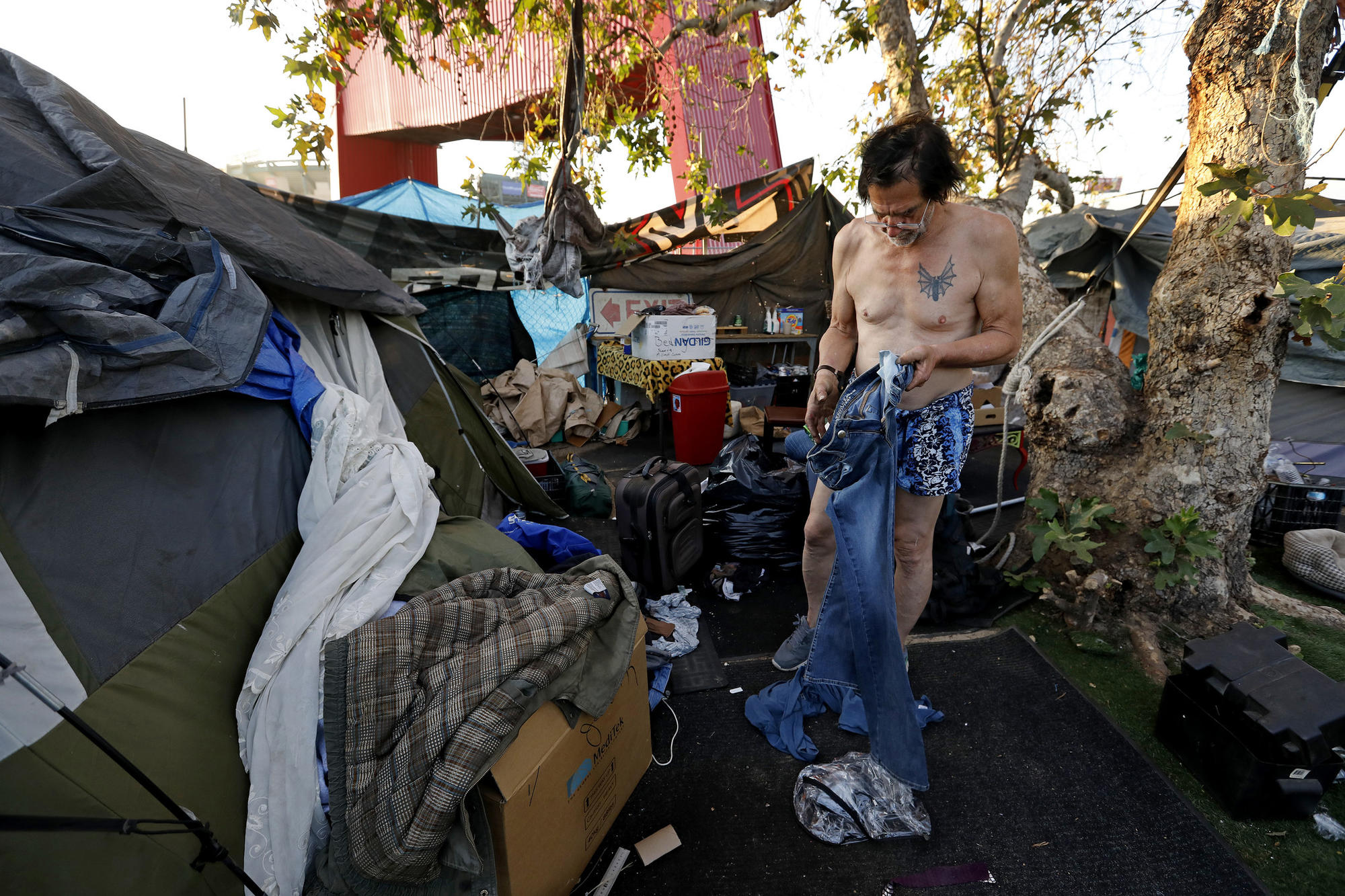 3034146_ME_anaheim_homeless_GXC