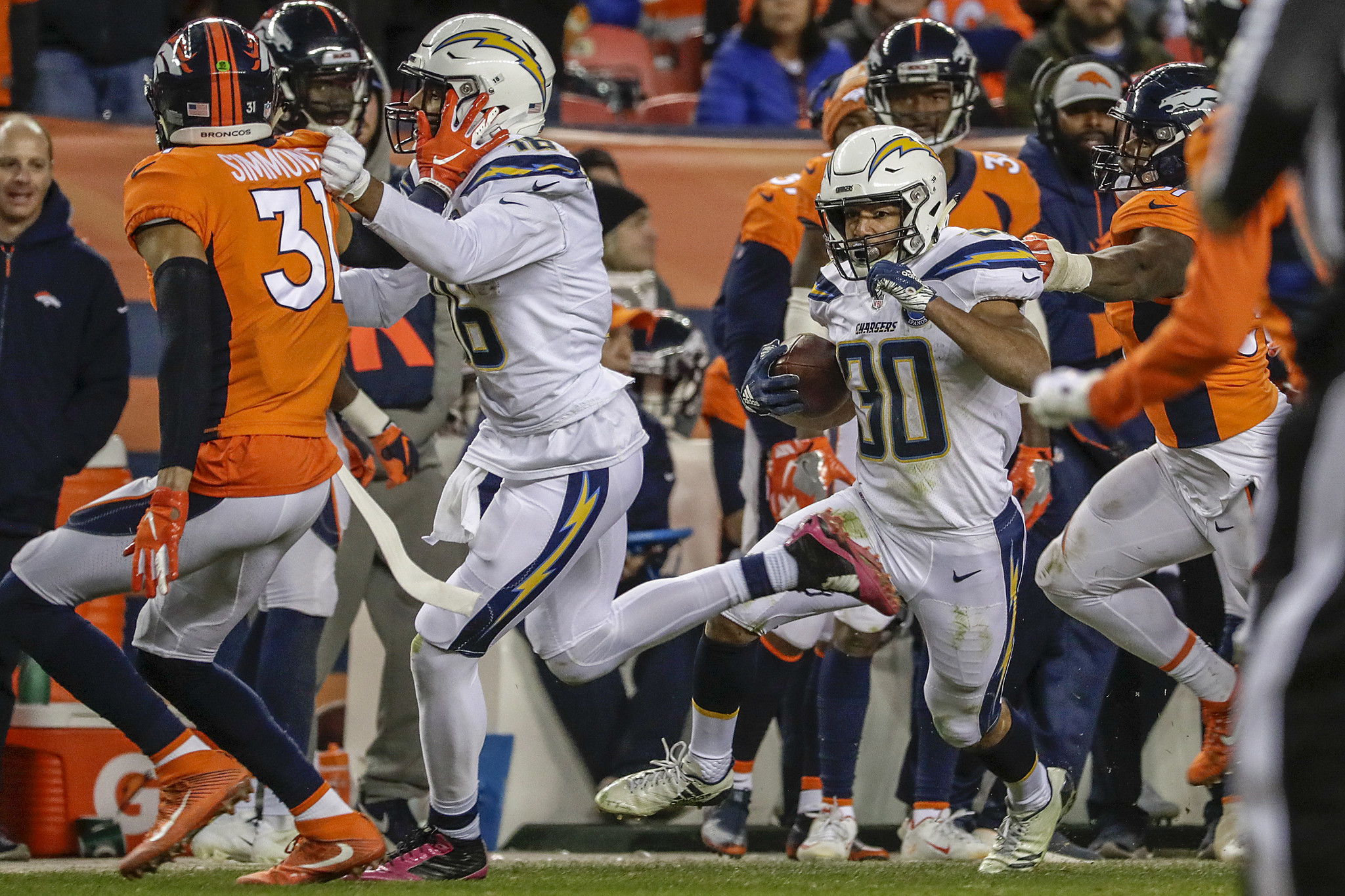 Las Vegas establishes Chargers as 2 1/2-point underdogs in playoff opener at Baltimore