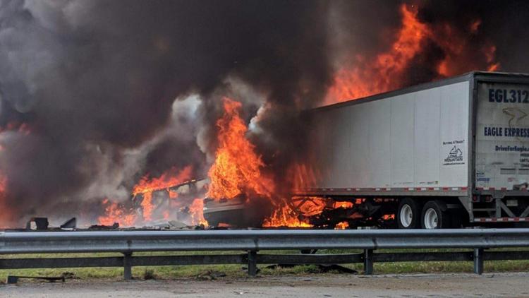 Fotos: Fiery crash na Interstate 75 mata 7, incluindo 5 crianças