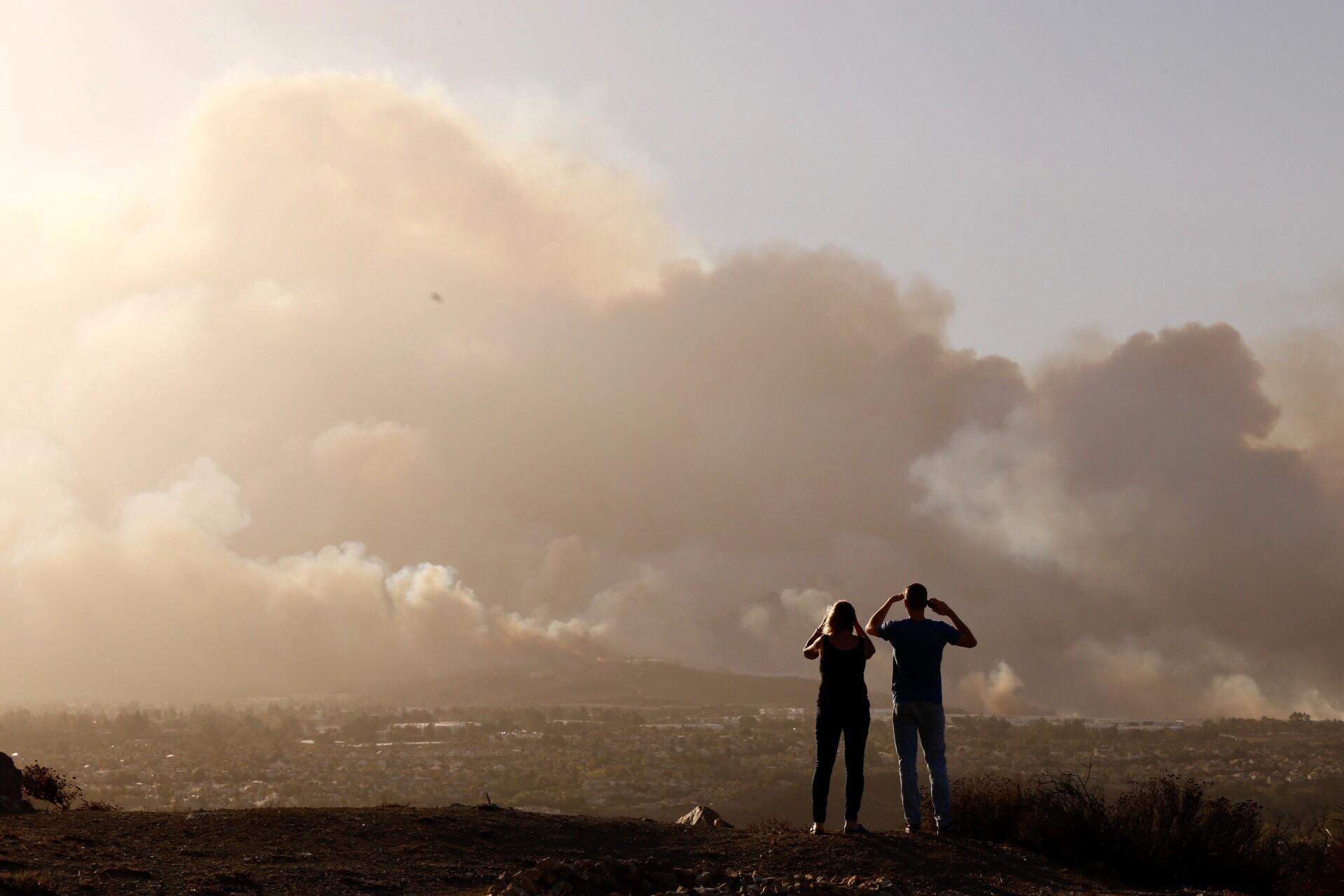 Hill fire seen from Thousand Oaks