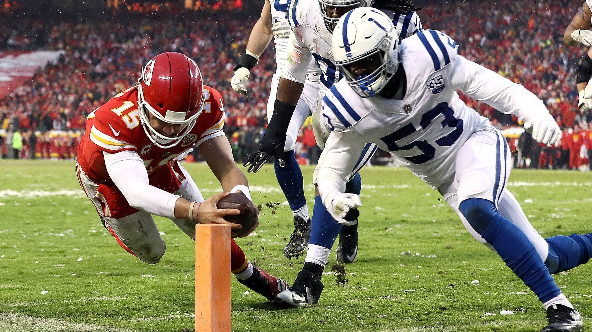 Patrick Mahomes, Damien Williams and defense lead Chiefs to 31-13 victory over Colts