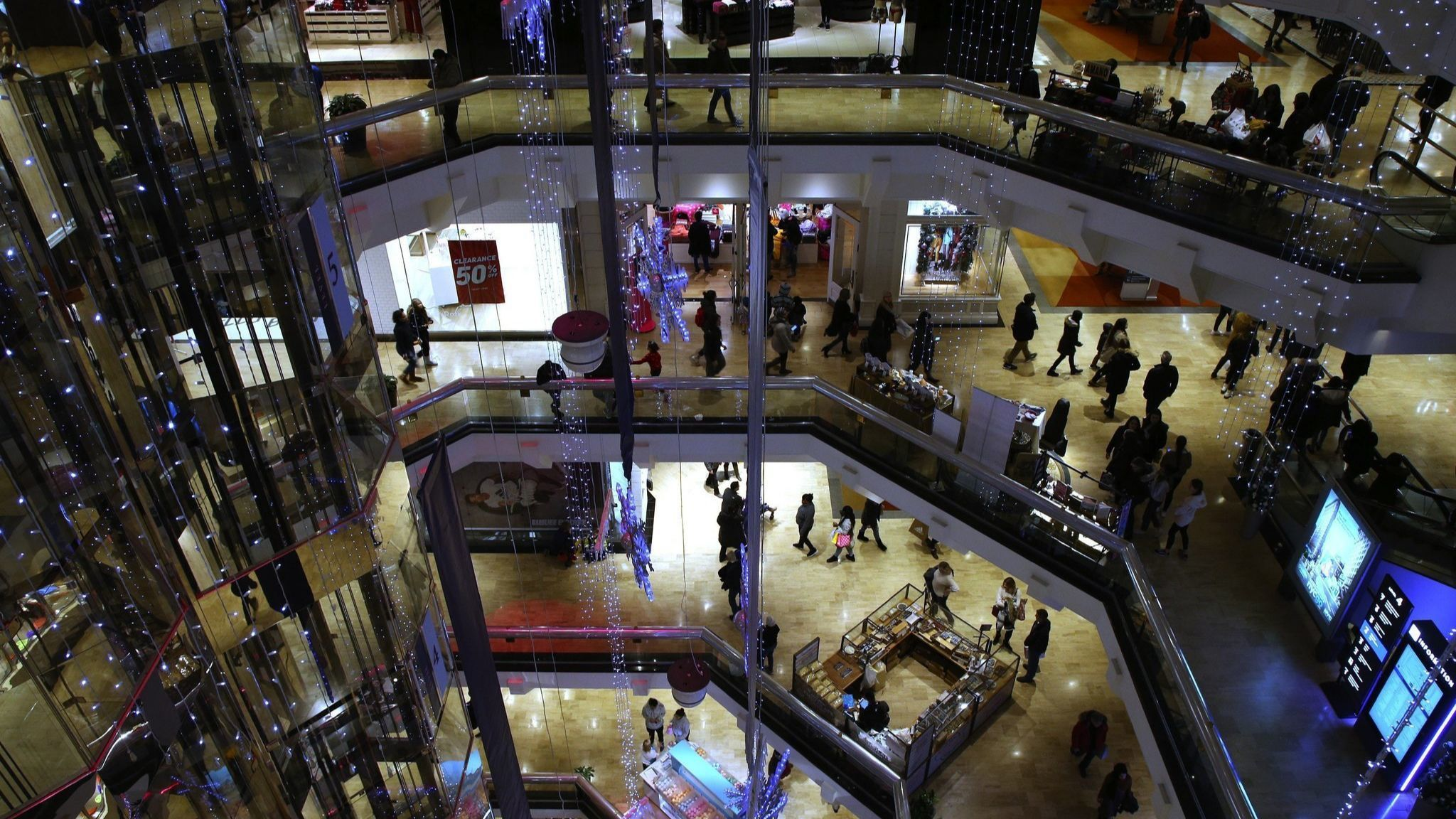 Dave & Buster's plans to open in Water Tower Place go bust