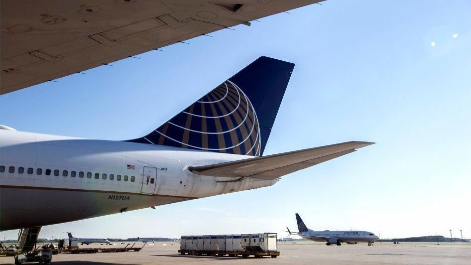 United Airlines' profit shrinks, but tops expectations