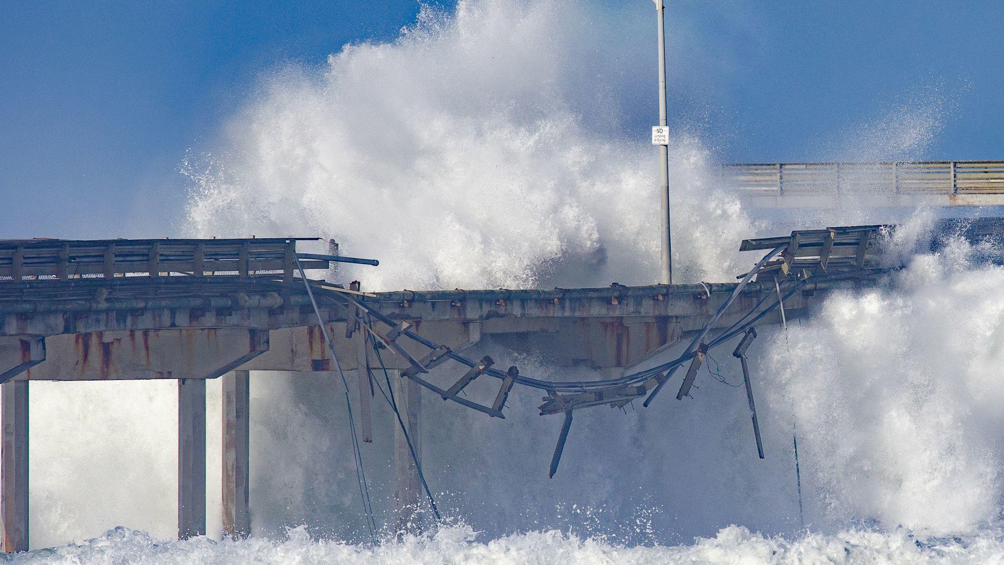 High surf shreds several feet of railing along Ocean Beach pier, leaves messes along the coast   San Diego Union Tribune