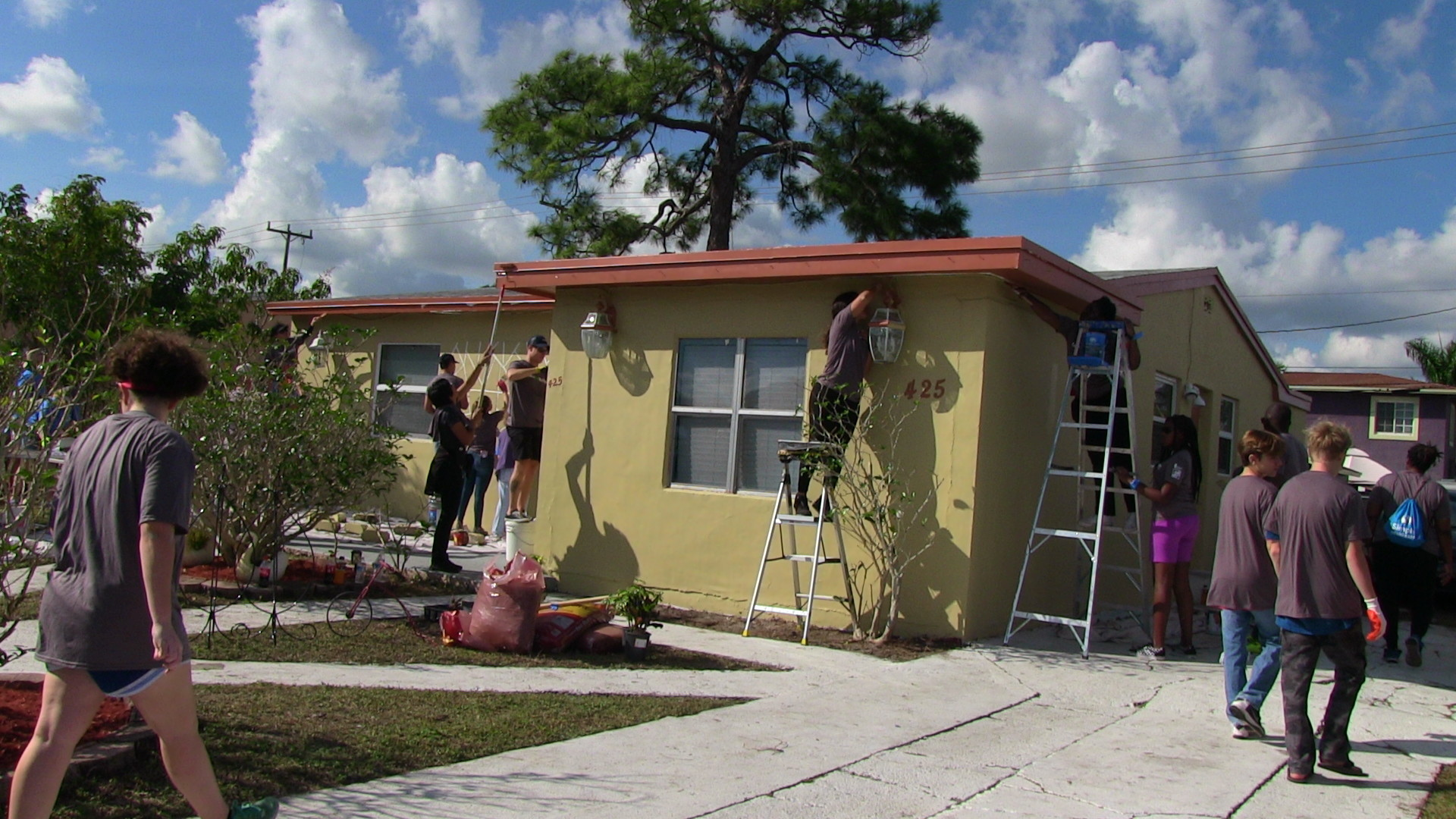 Volunteers attack neighborhood blight with paint and smiles on MLK Day of Service