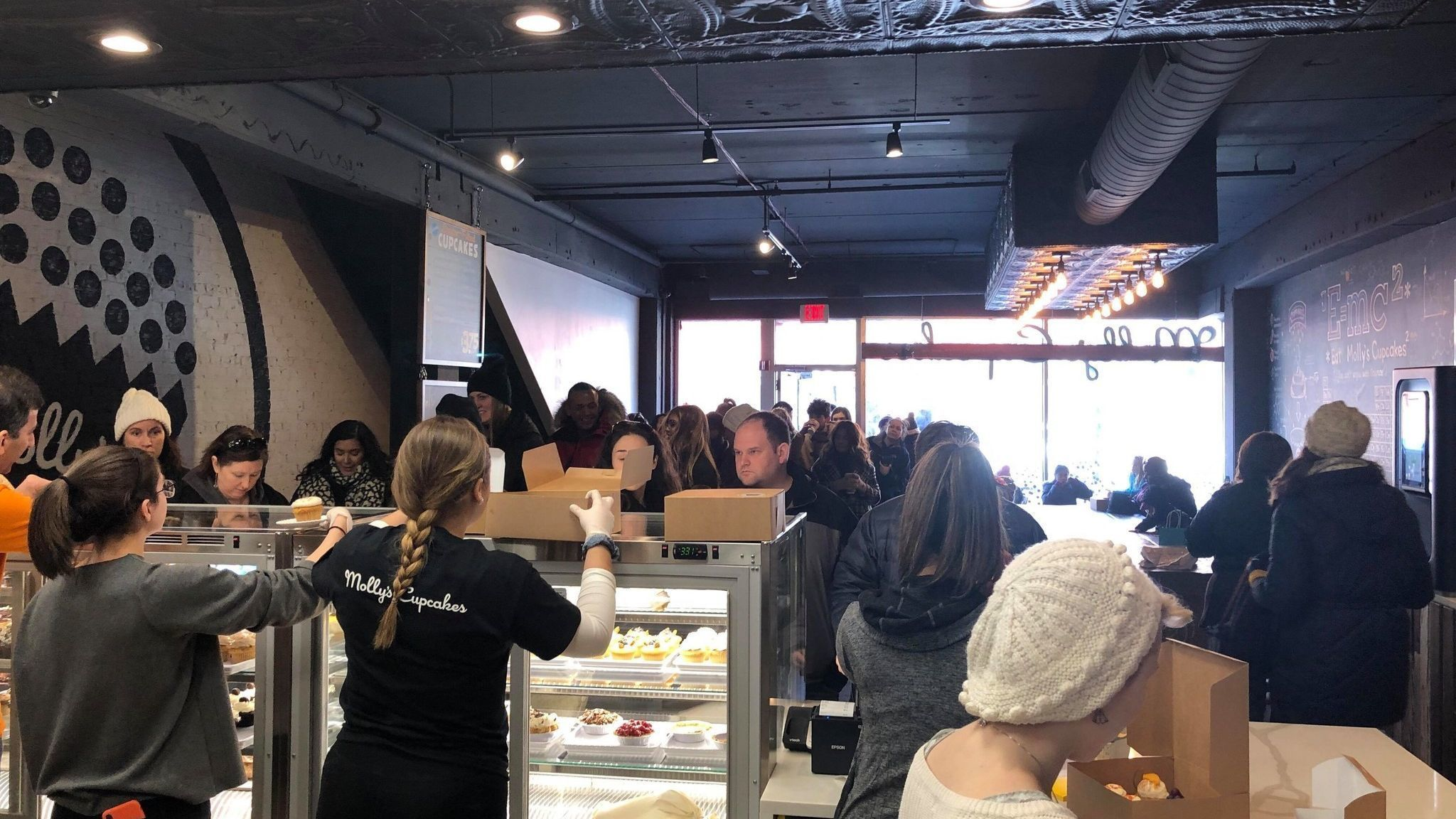 Long-awaited Molly's Cupcakes opens to big crowds in downtown Naperville, completely sells out in less than 3 hours on first day