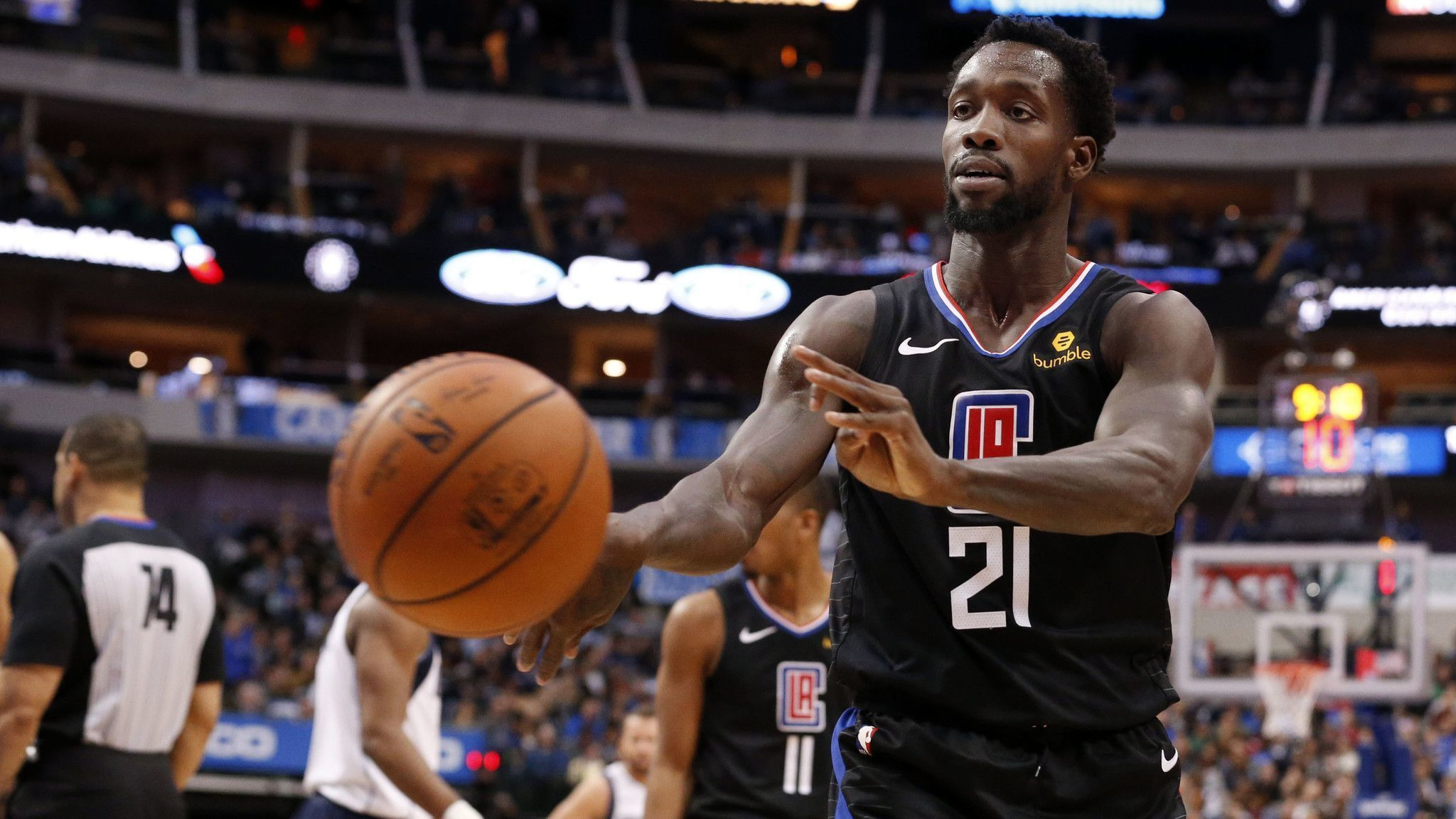 Mavericks suspend fan who insulted Clippers' Patrick Beverley