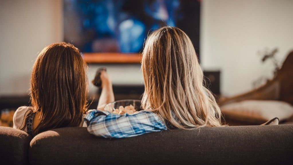 Too much TV may raise odds for early-onset colon cancer