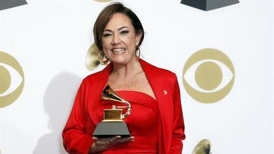 Lady Gaga, Claudia Brant y Luis Miguel triunfan en la pregala de los Grammys