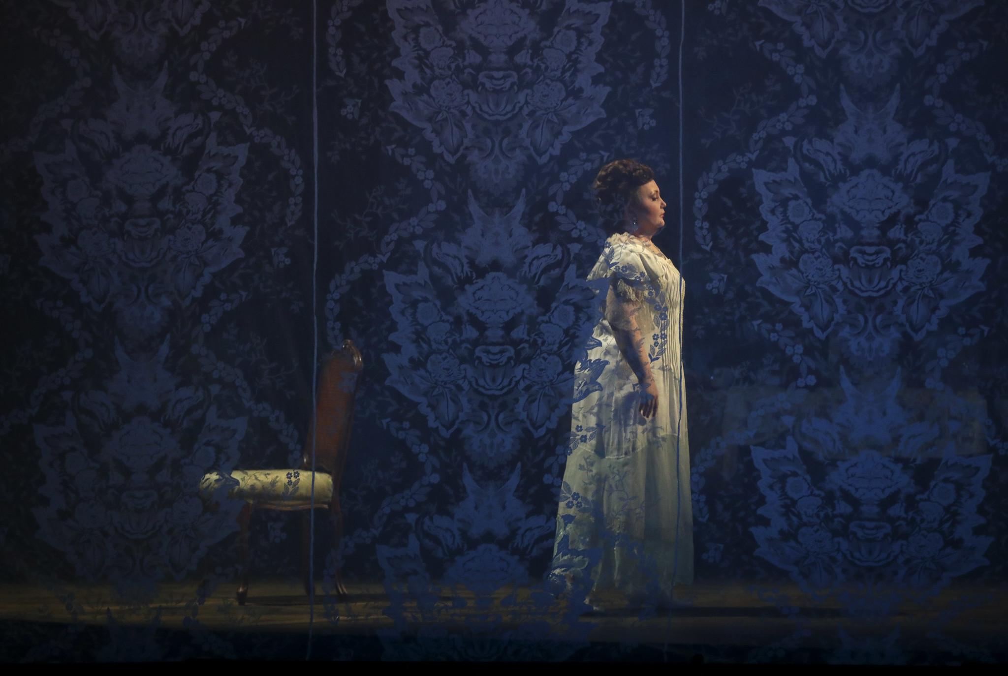 Lyric Opera review: One singer soars in Verdi's 'La Traviata'
