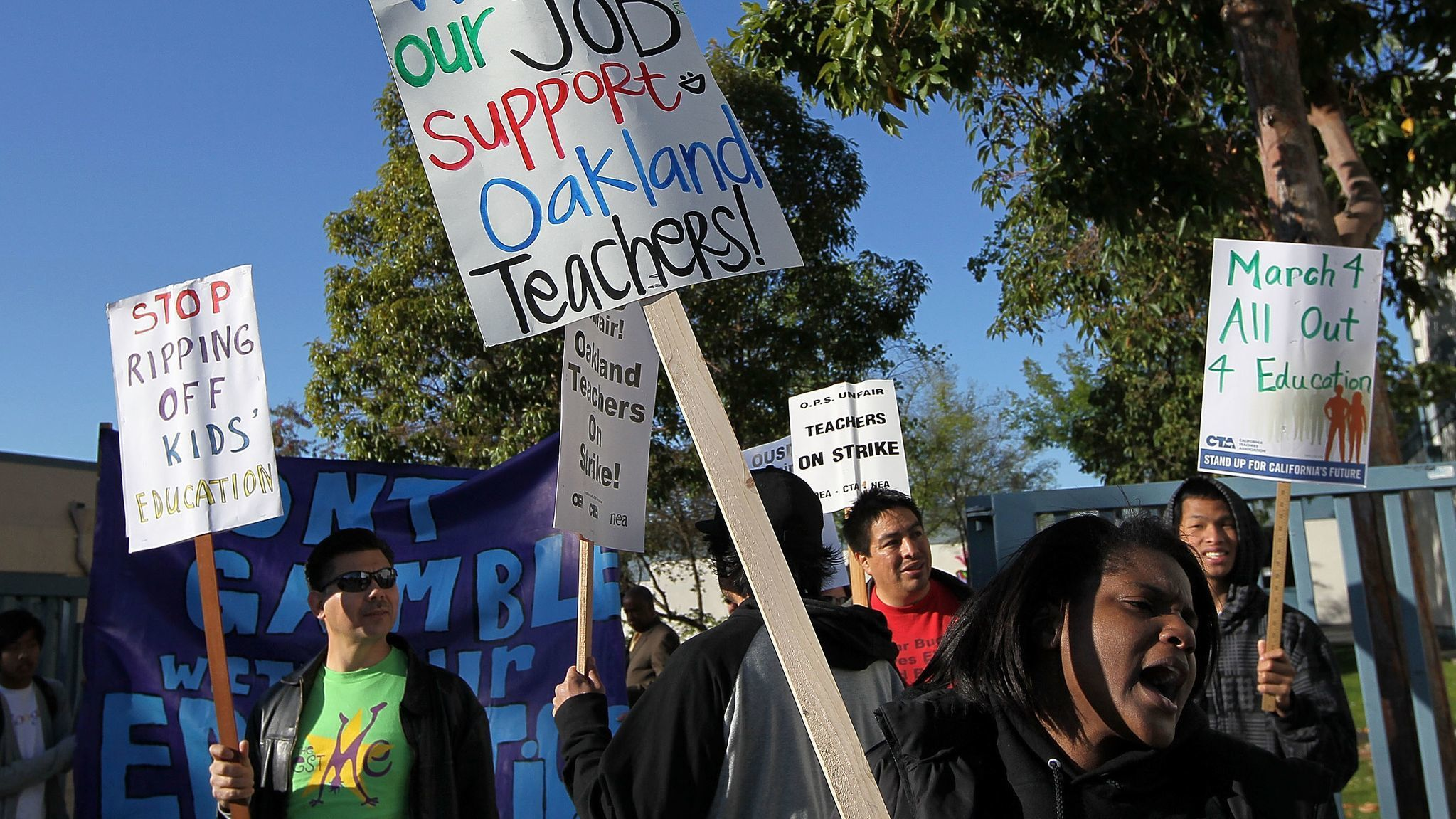Following L.A., Oakland teachers ready to strike for smaller classes and better pay
