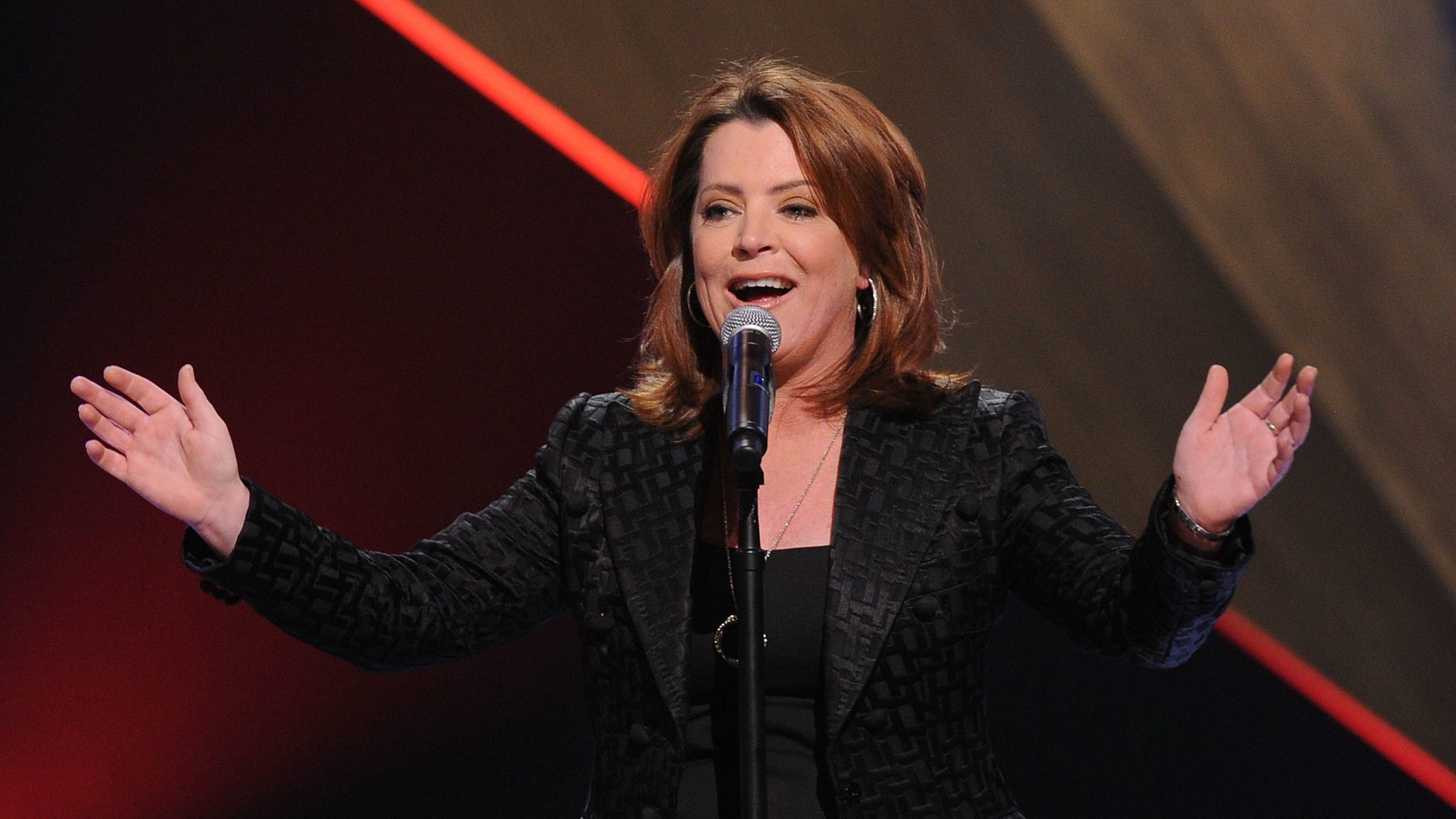 Kathleen Madigan at the Chicago Theatre: Her jokes are about prescription drugs instead of politics — if we're talking age, she's an old pro