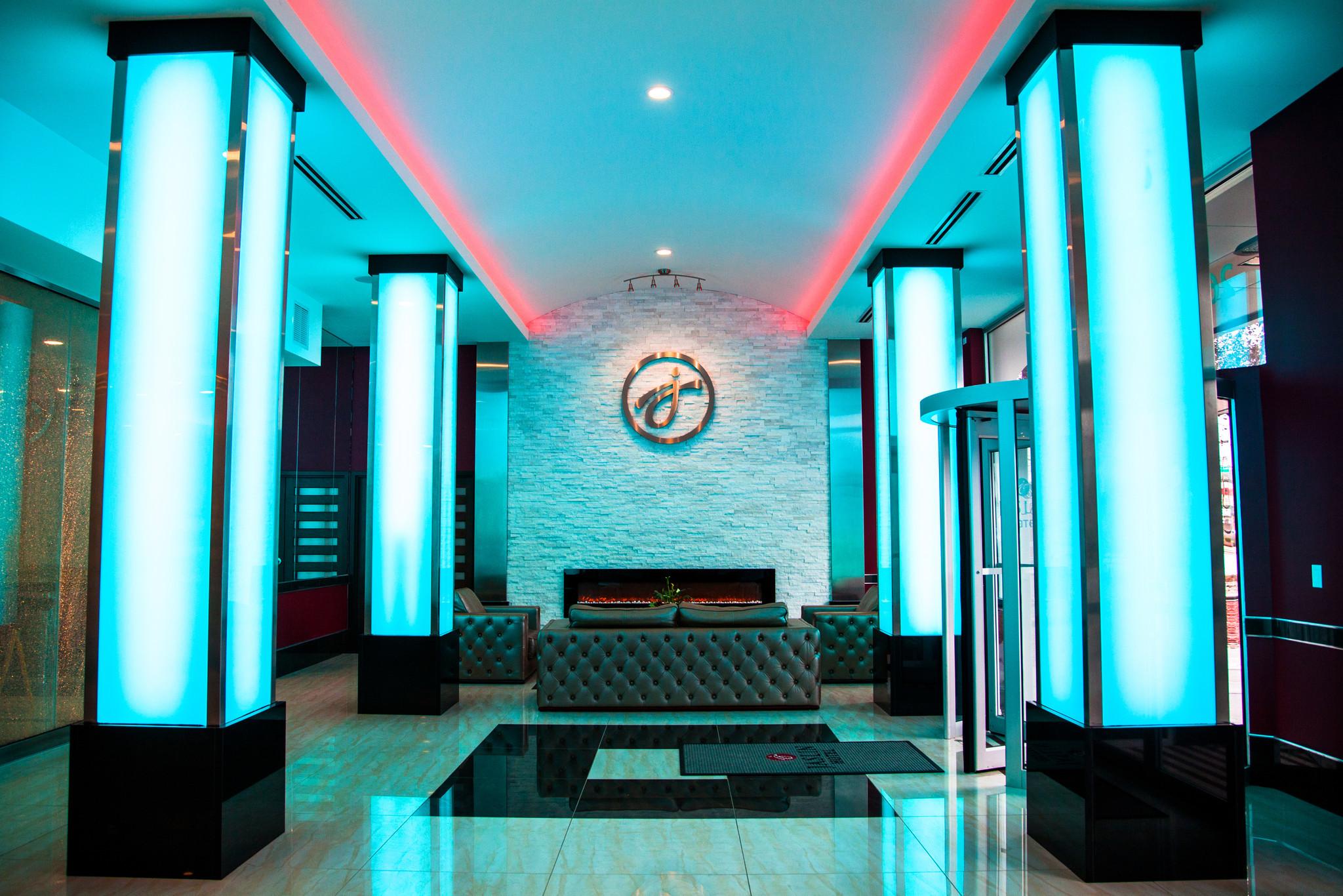 17 Chicago hotel lobbies even locals should visit