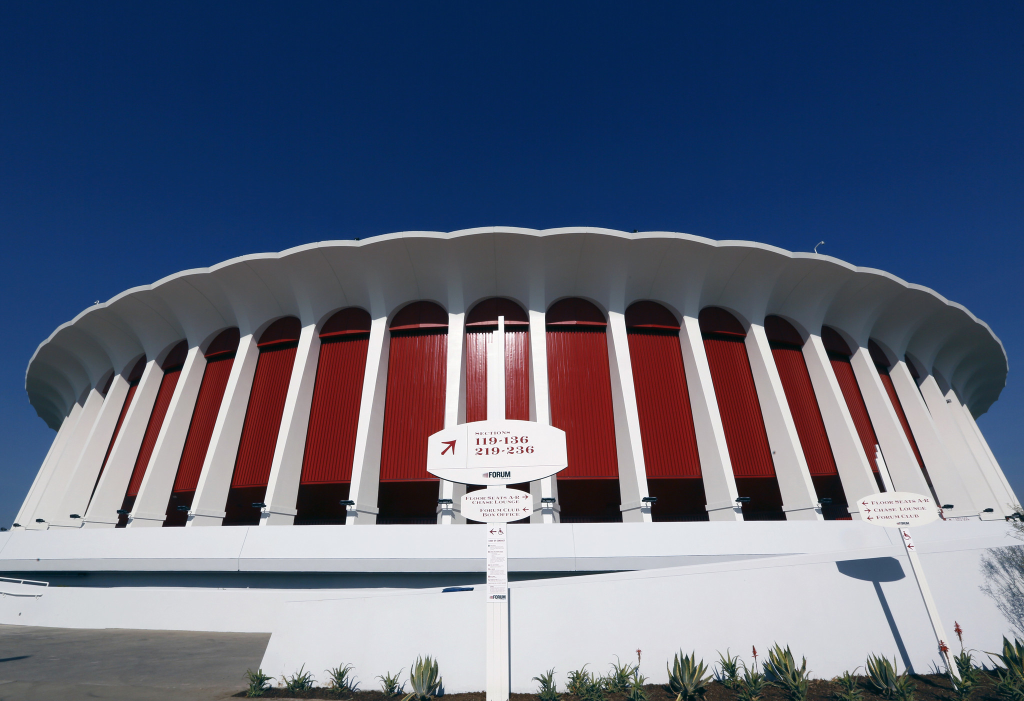 The Sports Report: Would it have again been called the Fabulous Forum?
