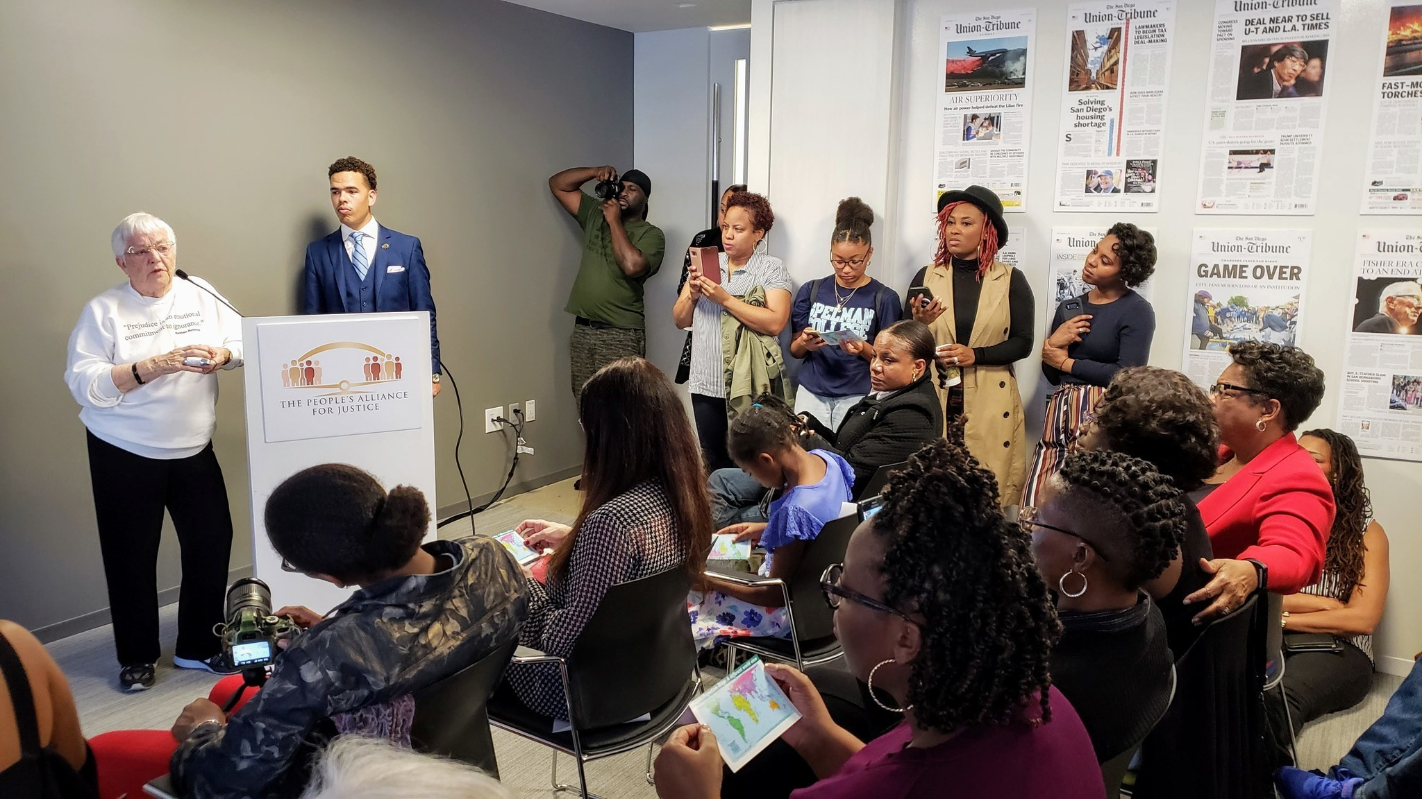 Activist Jane Elliott leads San Diego event with candid conversation on race