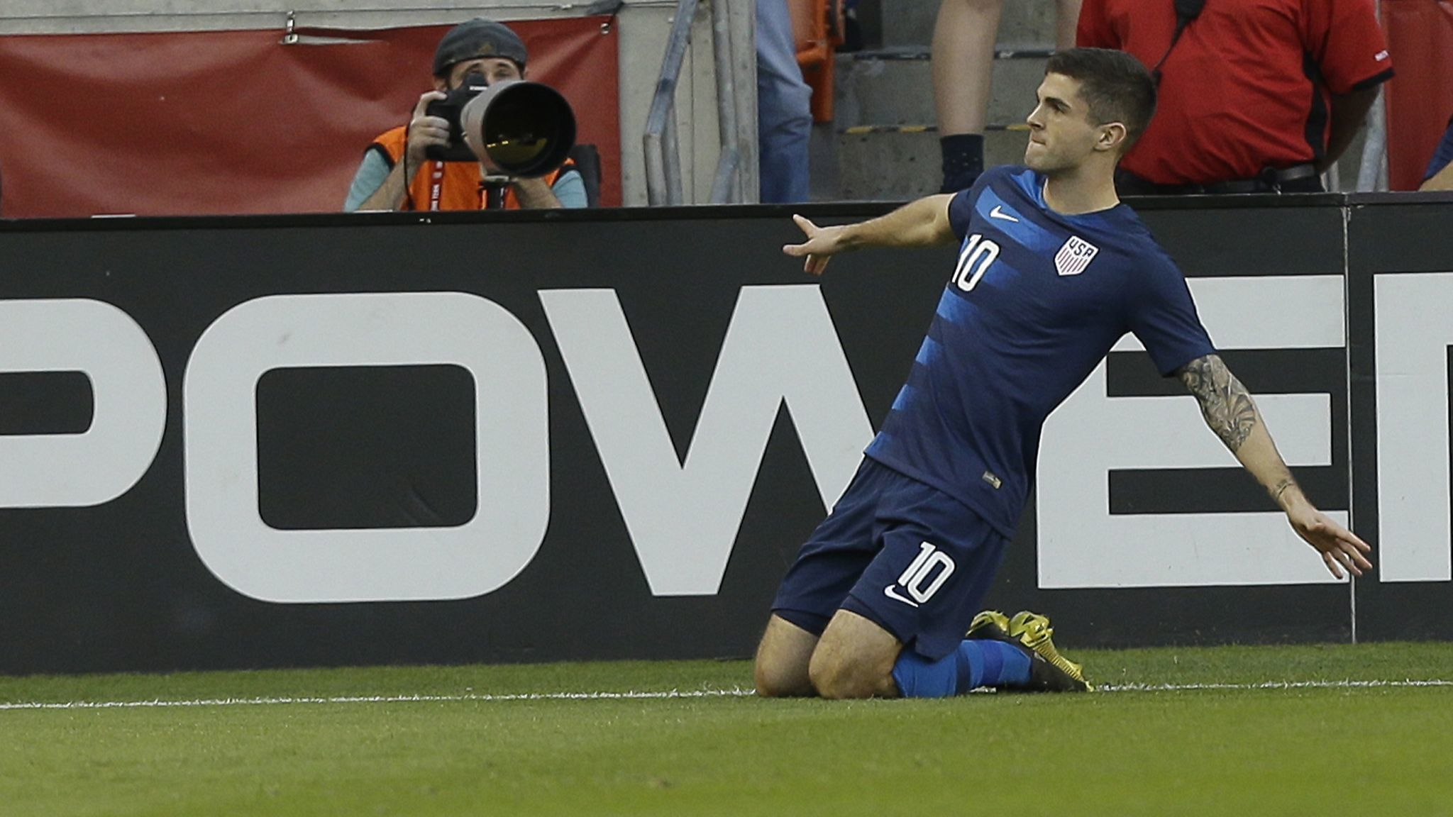 Christian Pulisic scores, leaves with leg injury as U.S. ties Chile 1-1