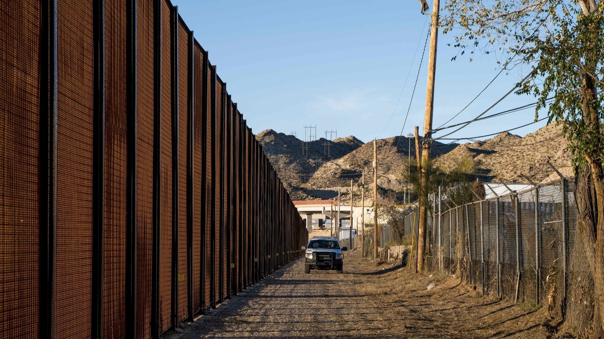 U.S. will reassign border inspectors as illegal crossings rise