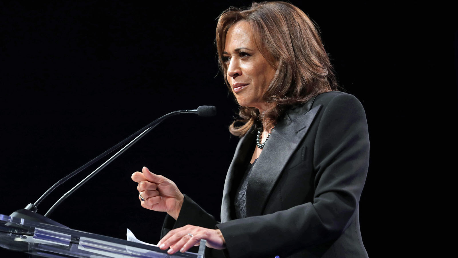 At gay rights gala in L.A., Kamala Harris and Cory Booker stand for equality