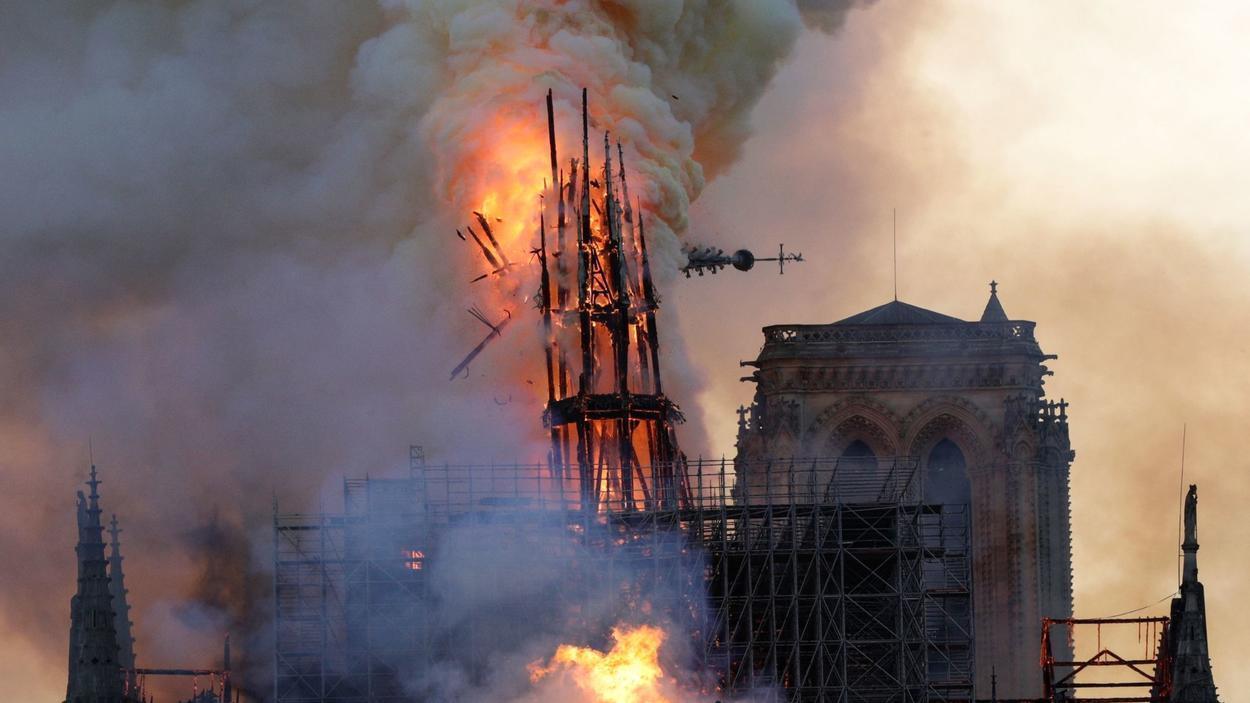 სასწრაფოდ! ამ წუთებში იწვის პარიზის ღვთისმშობლის ტაძარი (იხ.ვიდეო პირდაპირ ეთერში )