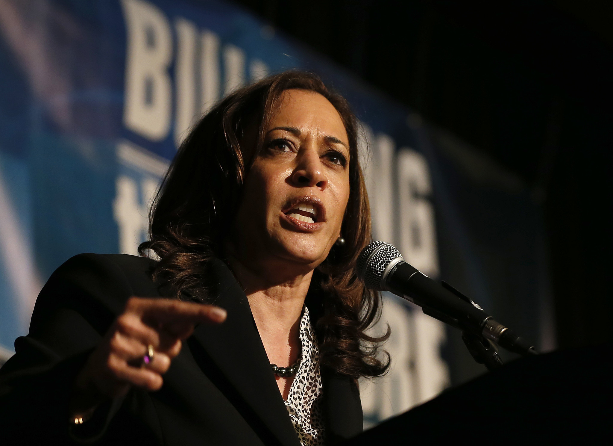 Sen. Kamala Harris joins call for Trump's impeachment during 2020 Democratic town halls