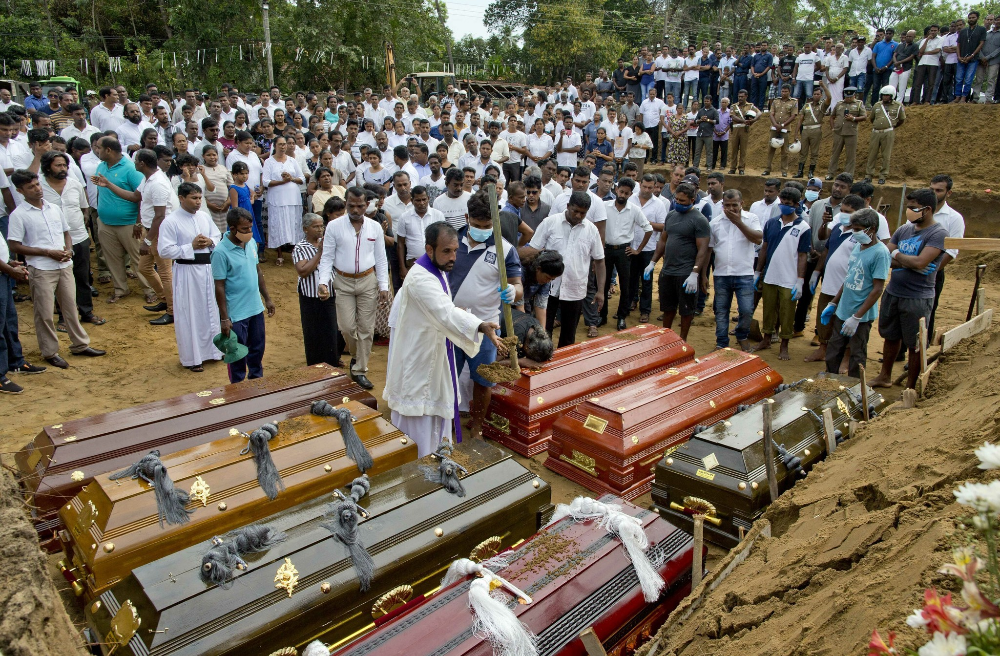 Sri Lanka asks for resignations of top security officials as death toll climbs over 350 people