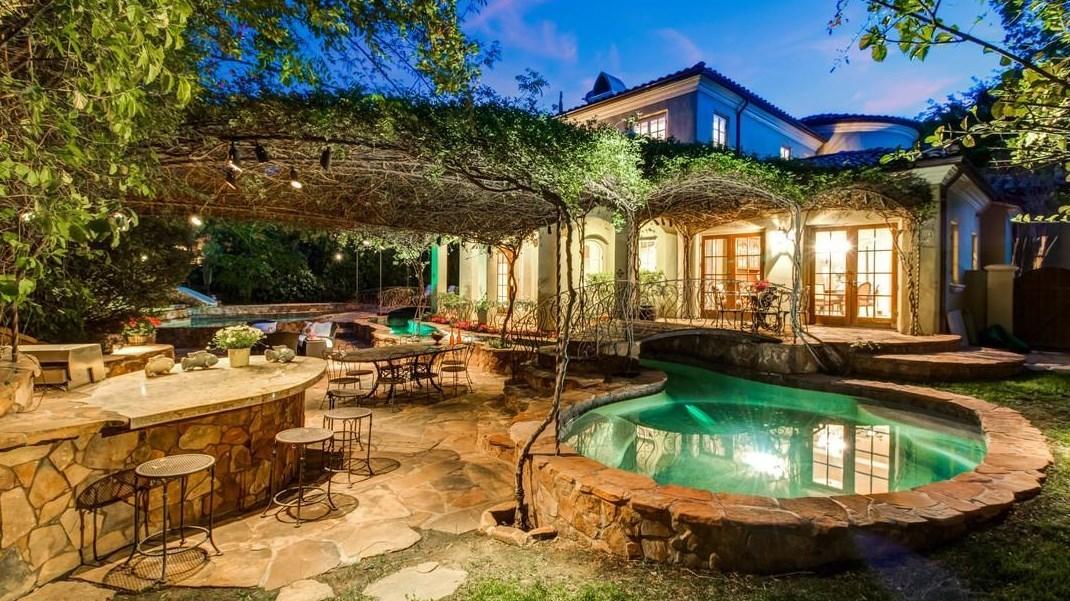 Tarzana estate showcases a green thumb-to-the-stars