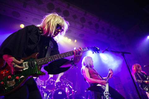 L7's Suzi Gardner, left, and Donita Sparks perform with their band at the Metro on May 21, 2019, in Chicago.