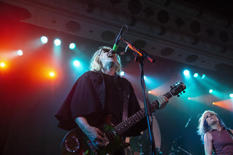 L7'sSuzi Gardnerperforms with her band at the Metro on May 21, 2019.