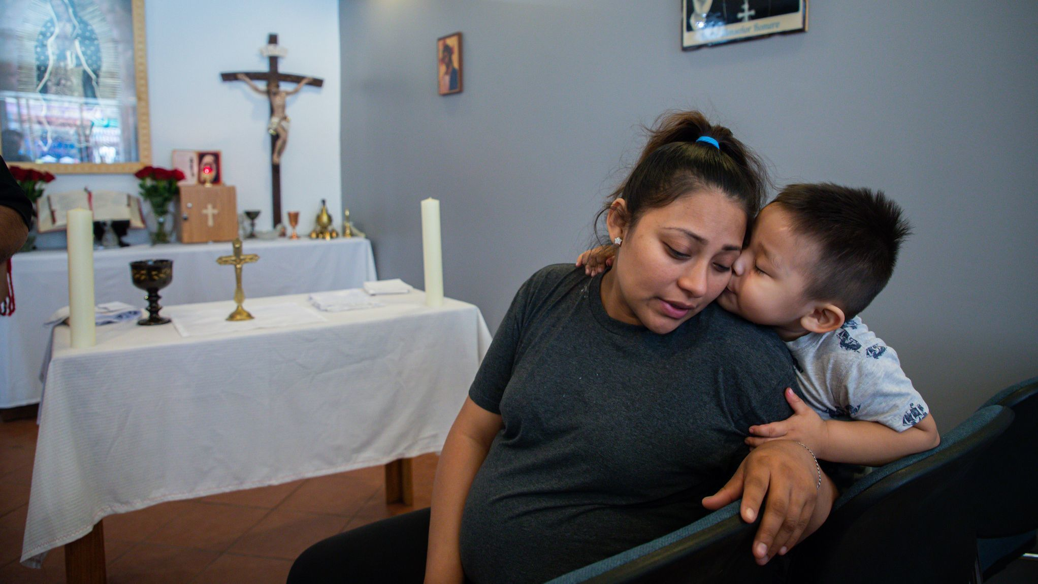Pregnant mother of 3 given sanctuary inside Chicago church as deportation looms
