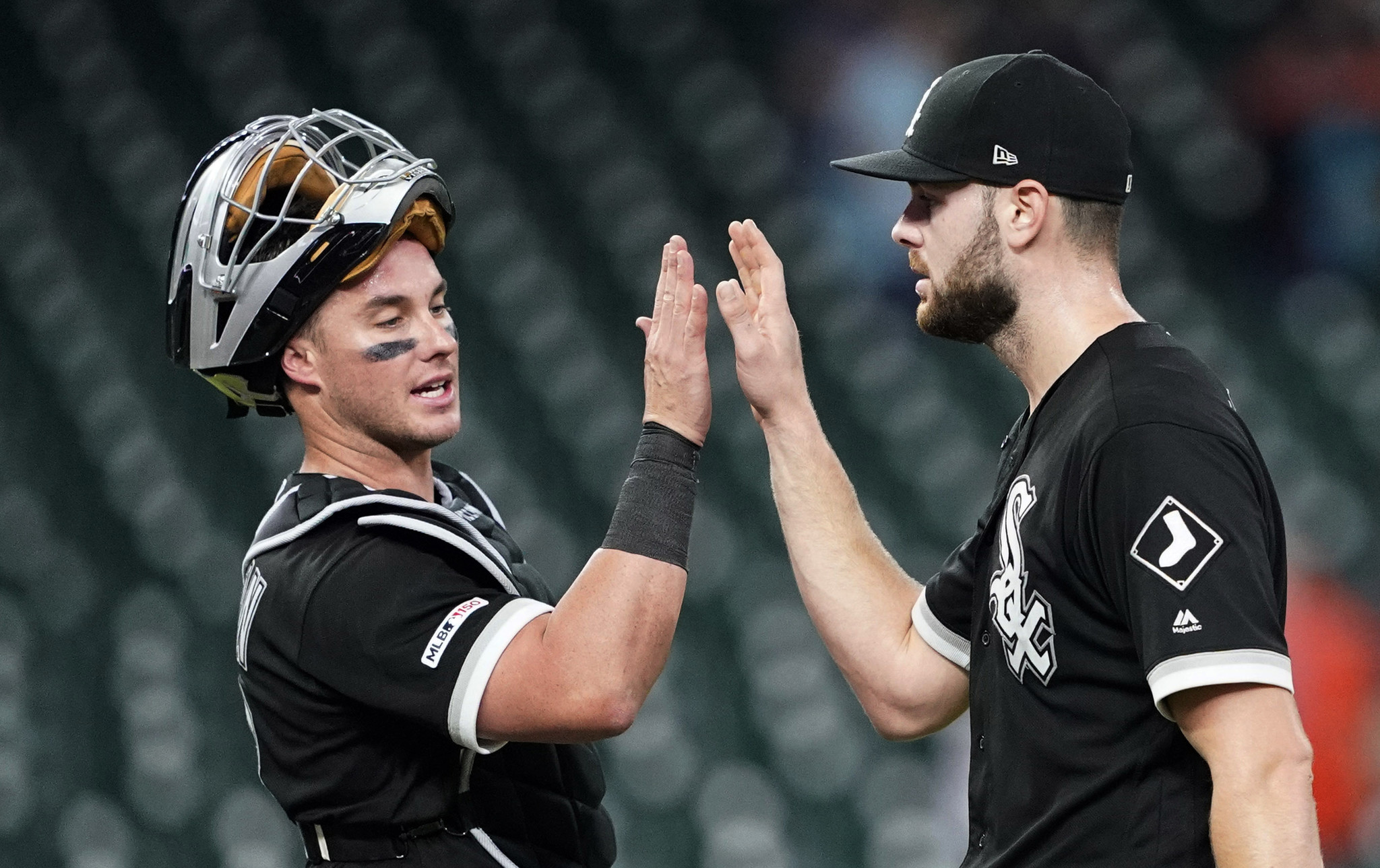 Lucas Giolito strikes out 9 in a 4-hit shutout of the Astros as the White Sox win 4-0 to split the series