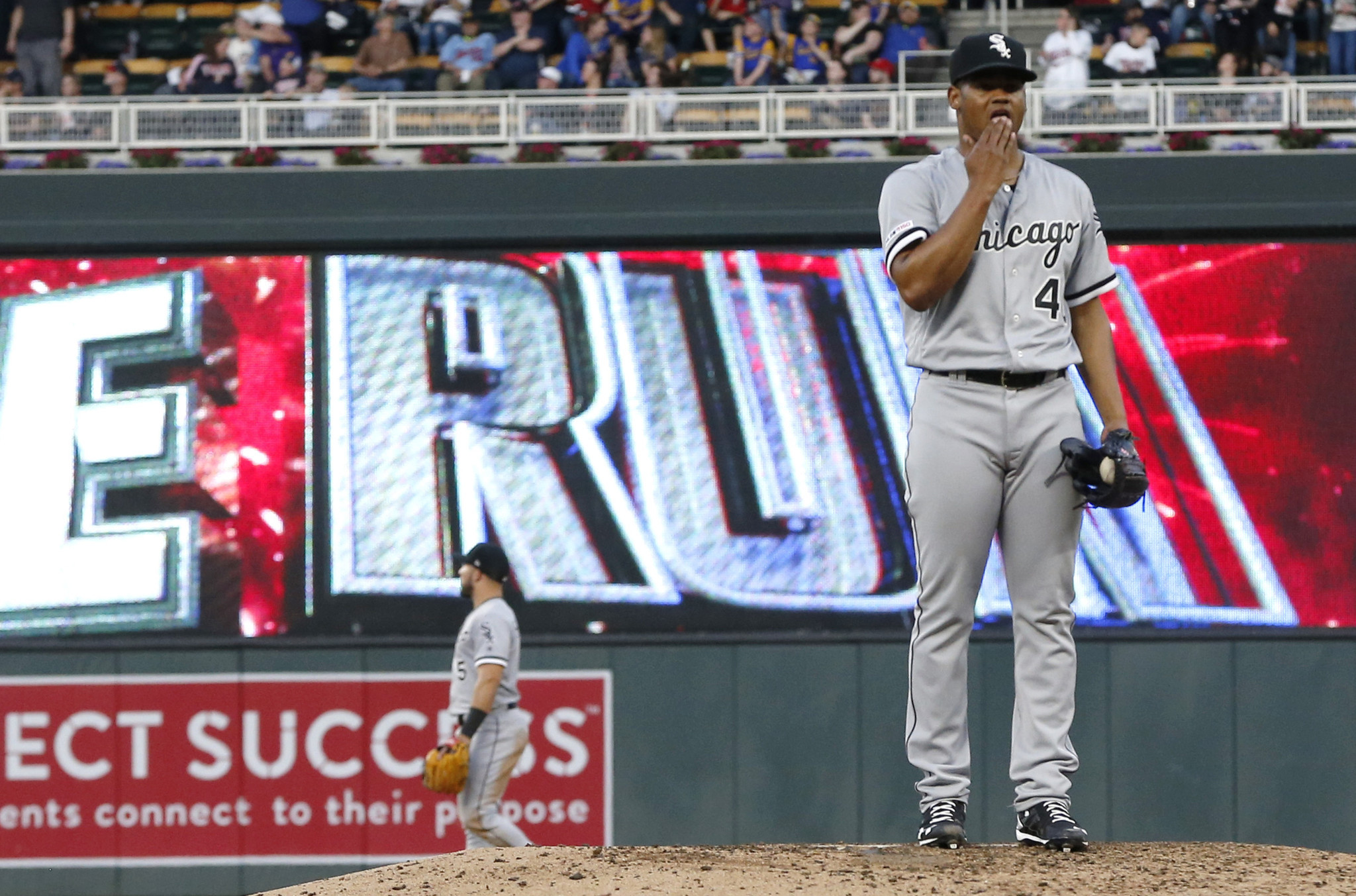 Reynaldo Lopez allows 8 runs in the White Sox's 11-4 loss to the Twins
