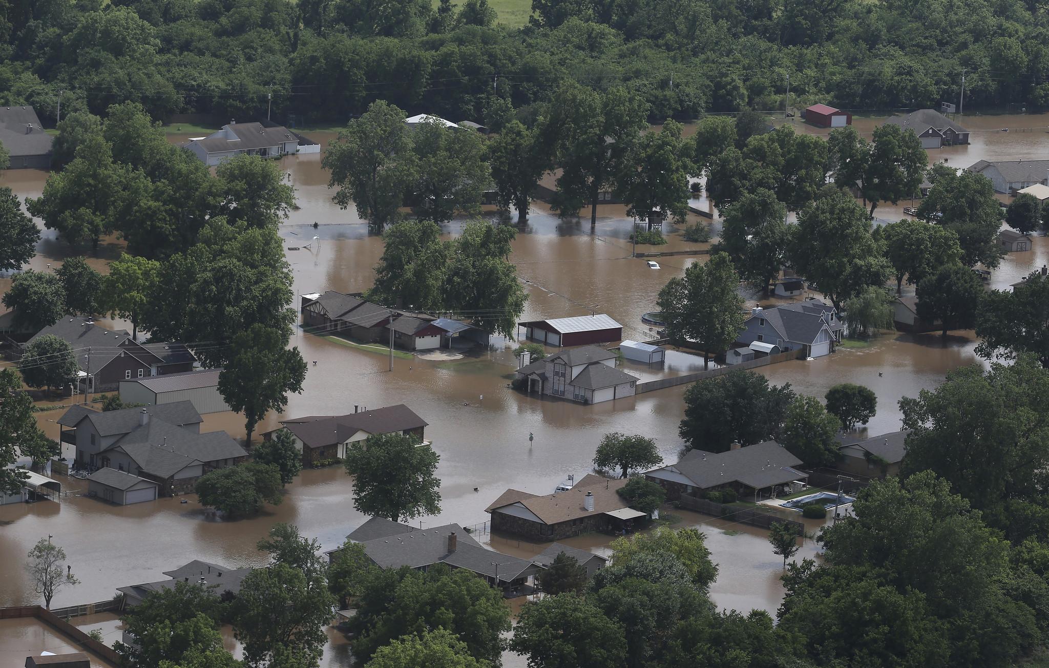 Bodies found in submerged Missouri vehicle bring central U.S. storm death toll to 9