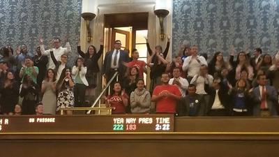 Comunidad celebra la aprobación de ley favorable a 'dreamers' y 'tepesianos' en el Congreso