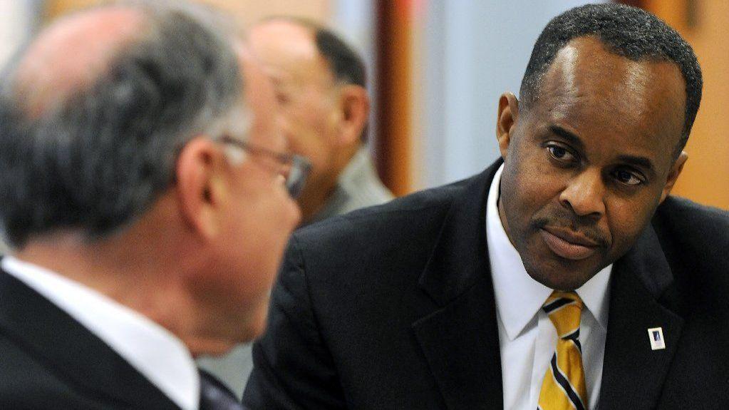 Western Illinois University president steps down