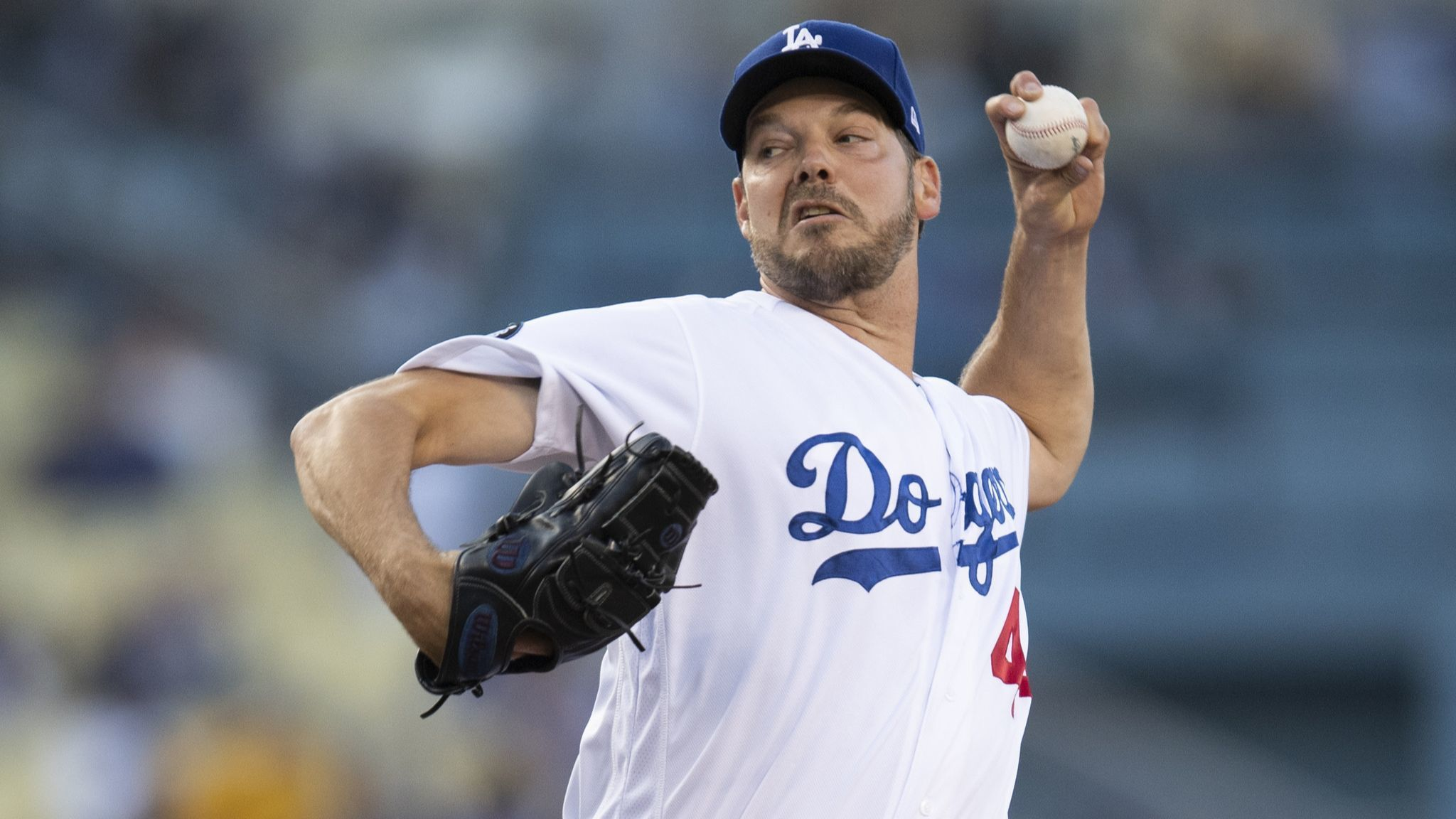 Rich Hill snaps out of early funk to lead Dodgers in win over Cubs