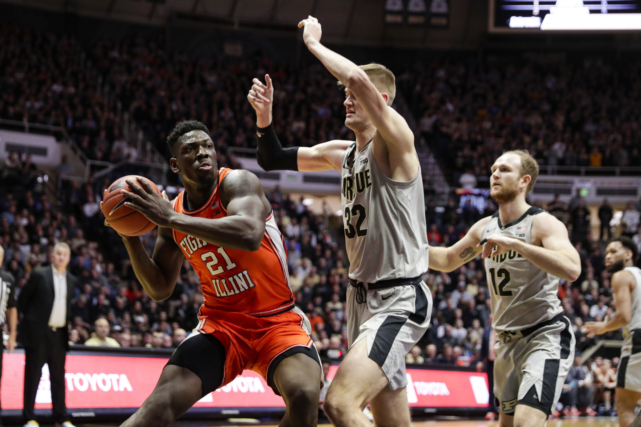 No. 21 Illinois wins its 5th straight, 79-62 at Purdue, behind double-doubles by Kofi Cockburn and Ayo Dosunmu