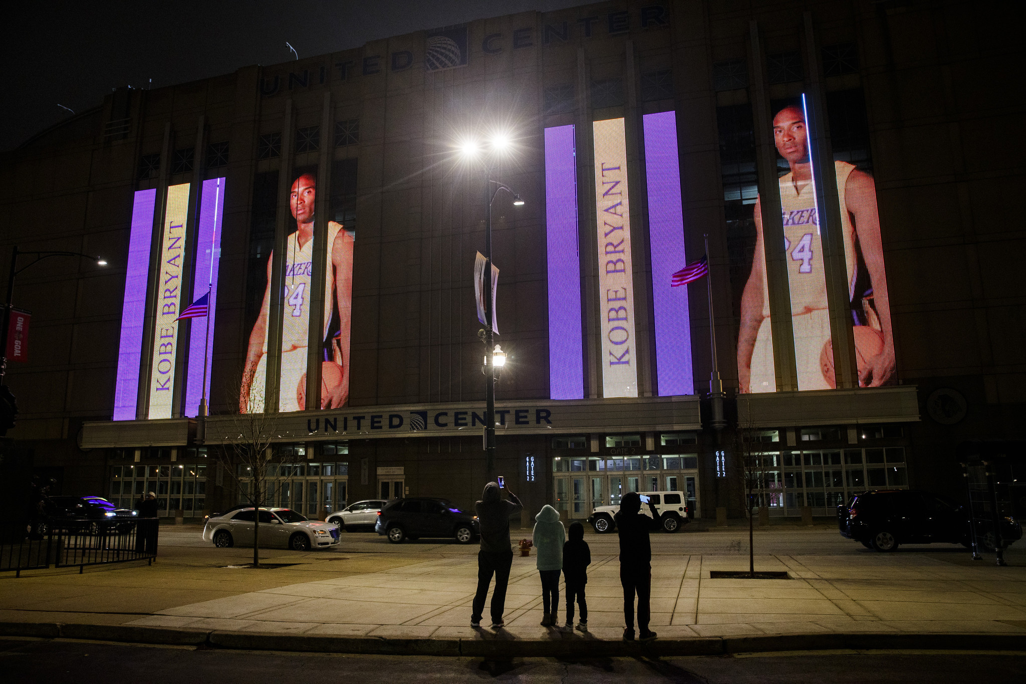 United Center goes purple and gold to honor Kobe Bryant