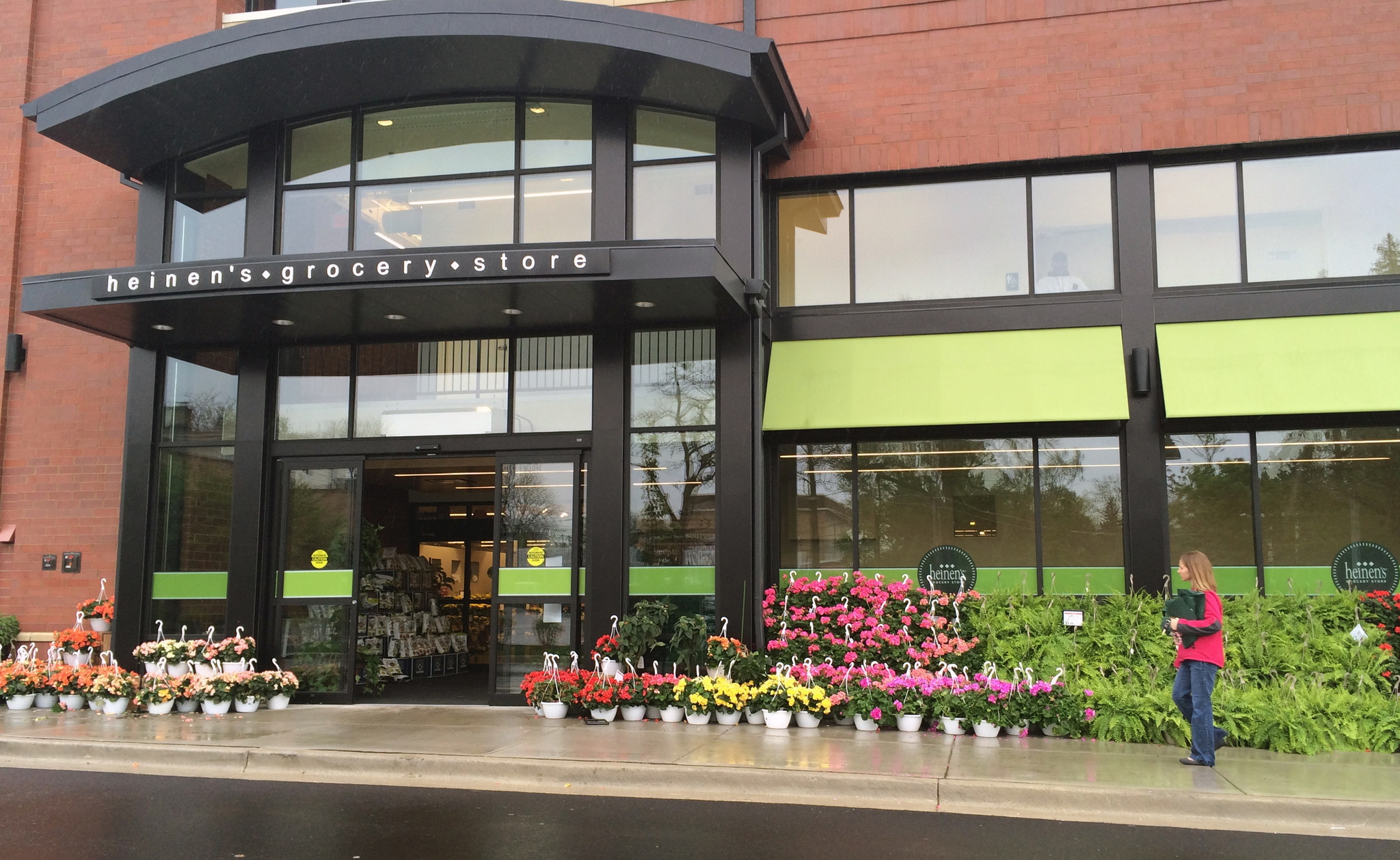 Heinen's grocery store reopens Glenview location after temporarily closing due to employee with COVID-19