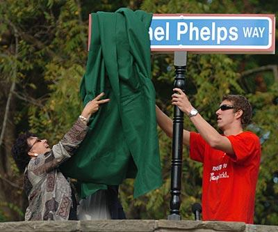 Michael Phelps and his mom, Debbie, unveil a sign named 'Michael Phelps Way.'