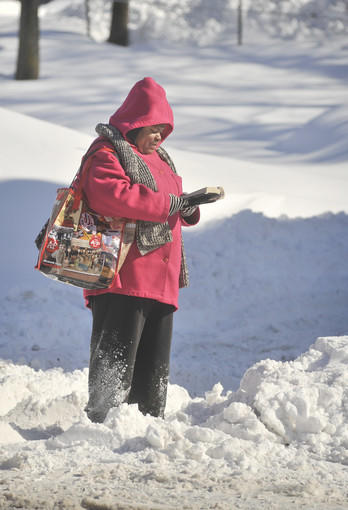 Baltimoreans dig out after a record two-day snowfall: Tanya Jefferies of Govans had plenty of time to read as she waited over 40 minutes for a bus in the 5600 block of York Road. She was heading north to her job in a store at TowsonTown Center.