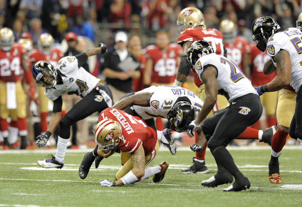 Bernard Pollard tackles 49ers quarterback Colin Kaepernick in the first quarter.