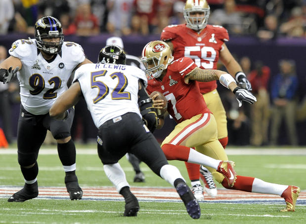 Ray Lewis and Haloti Ngata pursue 49ers quarterback Colin Kaepernick in the first quarter.