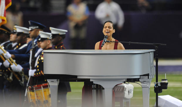 Alicia Keys sings the national anthem before kickoff.